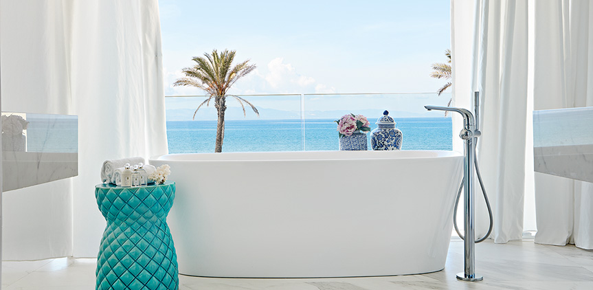 08-sea-view-bathtub-grand-villa-mandola-rosa