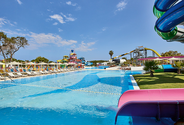 02-mandola-rosa-aqua-park-family-holidays-greece