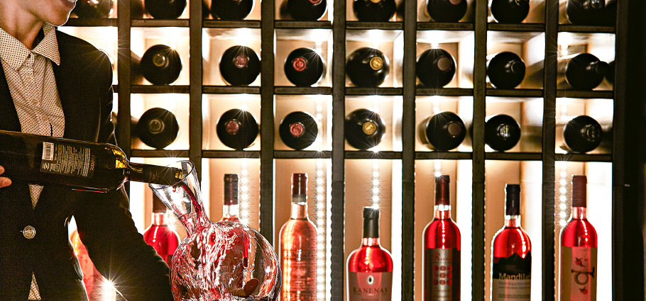 03-wine-library-luxme-olympia-oasis