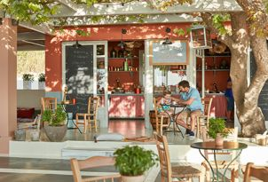 21-Oasis-on-the-Beach-Kafeneion