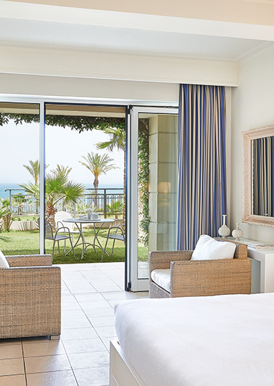 01-superior-family-guestroom-sea-view-olympia-riviera