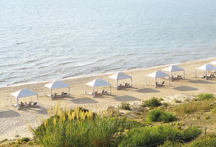 09-la-riviera-luxury-resort-adult-life