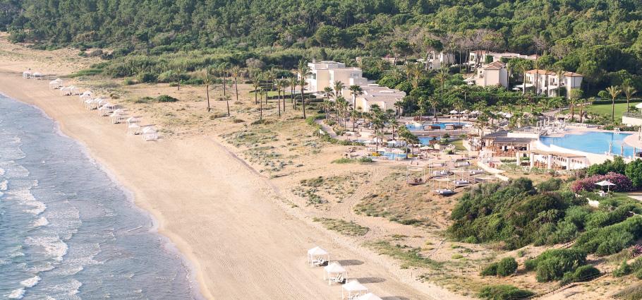 02-guestrooms-with-amazing-sea-view-in-la-riviera-luxury-beach-resort-peloponnese