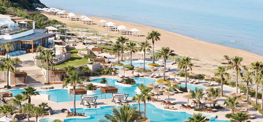05-la-riviera-luxury-beach-resort-pool-club