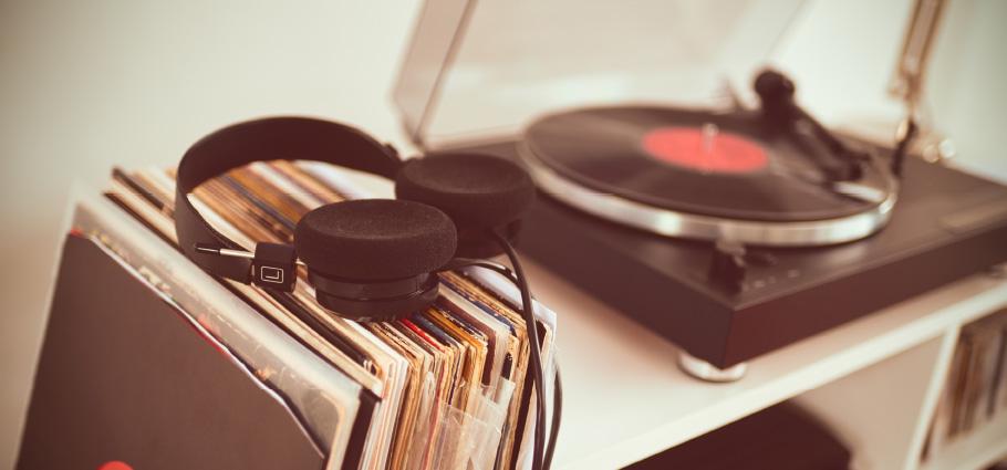 grecotel-nostalgia-spotify-playlist