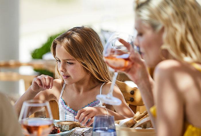dining-in-grecotel-resorts-700-475